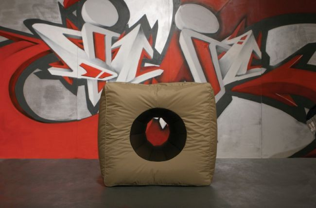sedežna vreča sit on it